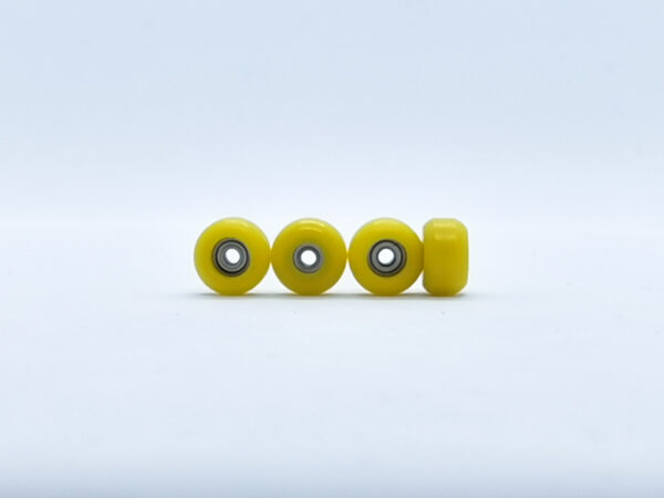 Product picture of yellow fingerboard wheels with bearings