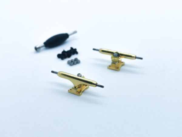 product picture of gold fingerboard trucks 32mm